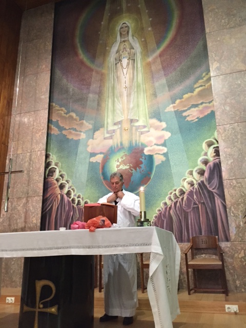 Fr. Richard Perozich celebrating Mass at the Shrine of Our Lady of Fatima.